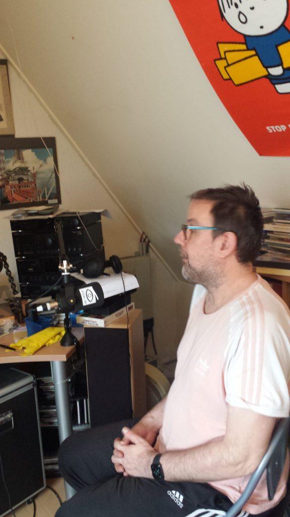Ik Ron Overtoom in opname studio van Marieke Neesen-Barten